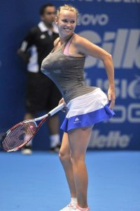 Caroline Wozniacki impersonates Serena Williams.